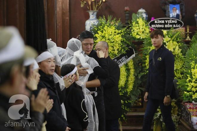 Trương Ngọc Ánh nghẹn ngào tiều tụy trong đám tang cha ruột - Ảnh 5.