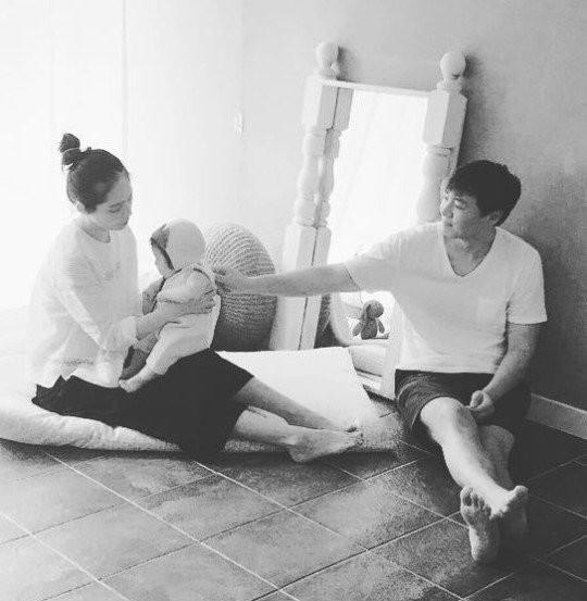 Ngày Valentine của mỹ nhân xứ Hàn cùng tuổi: Người chờ quà của chồng con, kẻ vẫn độc thân lẻ bóng - Ảnh 7.