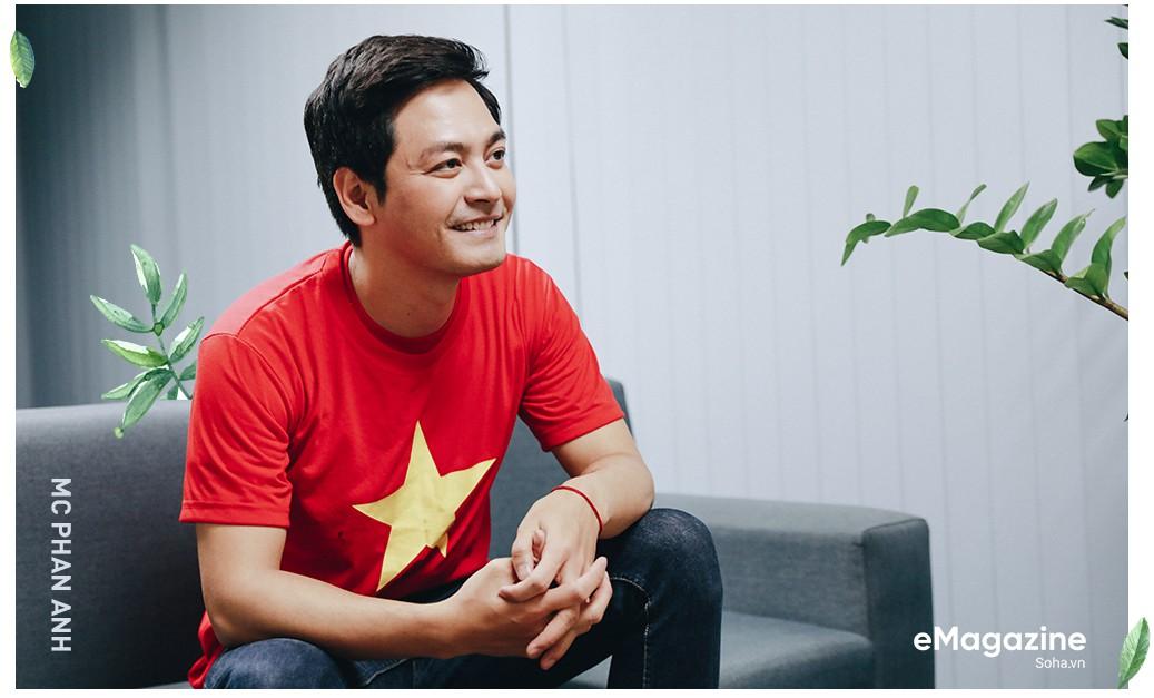 """MC Phan Anh: """"Có một buổi sáng sau khi ngủ dậy, tôi thấy tóc mình bạc trắng - Ảnh 3."""