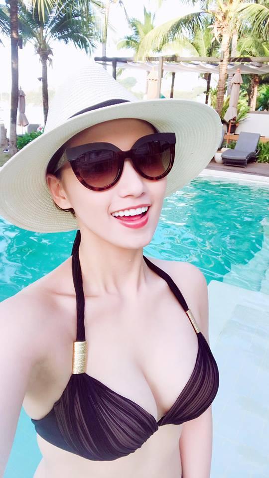 Loạt ảnh bikini nóng bỏng của Lã Thanh Huyền ngày đầu năm mới - Ảnh 1.