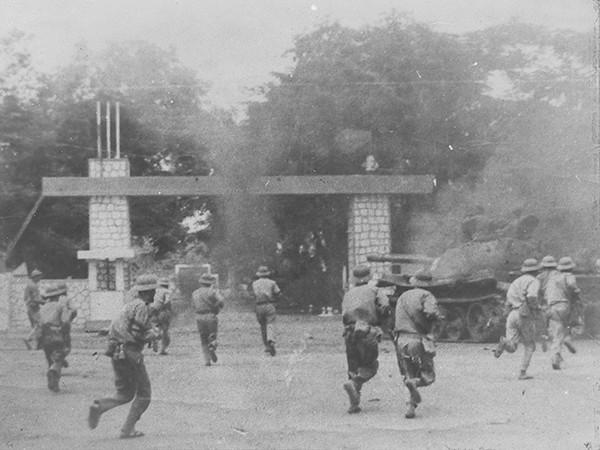 Bữa tất niên không thể nào quên bên bờ sông Sê rê pốc của lính xe tăng: Con ba ba khổng lồ - Ảnh 2.