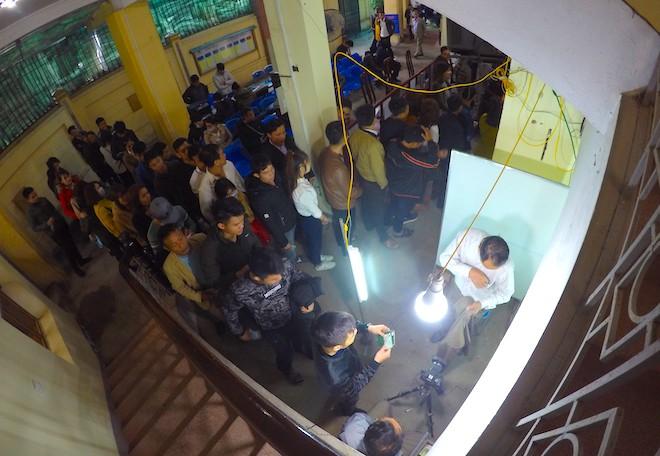Sau Tết, hàng nghìn người dân Nghệ An đổ xô đi làm giấy thông hành để xuất ngoại - Ảnh 5.