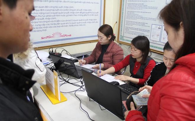 Sau Tết, hàng nghìn người dân Nghệ An đổ xô đi làm giấy thông hành để xuất ngoại - Ảnh 12.