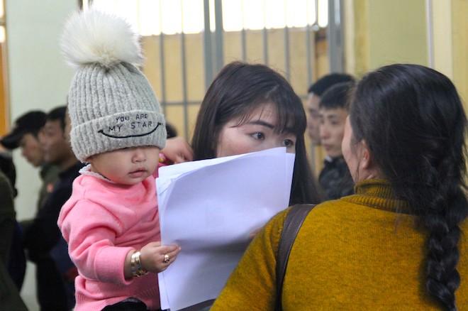 Sau Tết, hàng nghìn người dân Nghệ An đổ xô đi làm giấy thông hành để xuất ngoại - Ảnh 14.