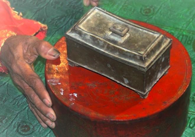 Ngắm bảo vật voi bằng vàng của vua Hàm Nghi ban tặng - Ảnh 3.