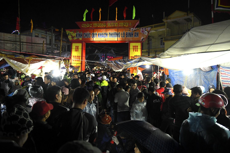 Chợ Viềng Nam định Mở Vào Ngày Nào: Lễ Hội Chợ Viềng Nam Định 2018: Biển Người Xuyên đêm đến
