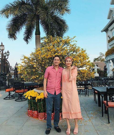 Tăng Thanh Hà diện áo đôi với Louis Nguyễn, hạnh phúc đi du lịch ngày đầu năm mặc tin đồn bầu bí - Ảnh 1.