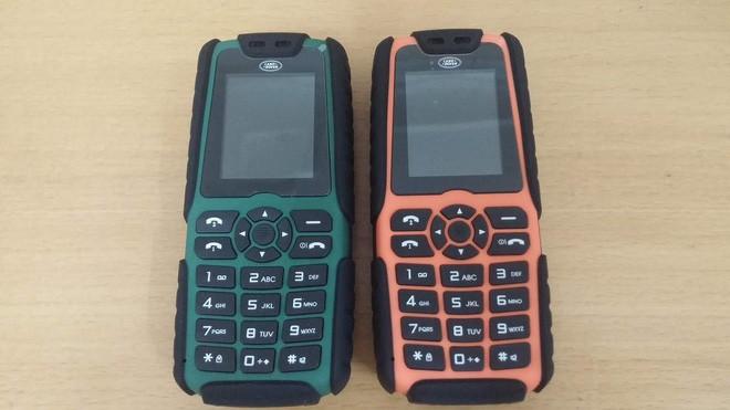 Điện thoại di động siêu bảo mật của sĩ quan Nga: Trông như Nokia nhưng giá gấp đôi iPhone X, màn hình sapphire, lắp hoàn toàn thủ công mất 4 tháng - Ảnh 2.