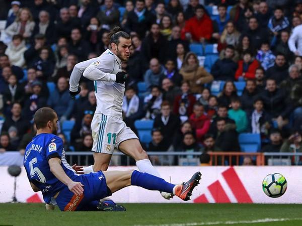 Nhường Benzema đá penalty, không cần lập hat-trick, ai bảo Ronaldo luôn ích kỷ? - Ảnh 1.