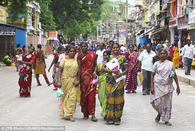 Chủ trương người nghèo cũng có quyền được đẹp, chính quyền bang cho phụ nữ đi nâng ngực miễn phí - Ảnh 1.
