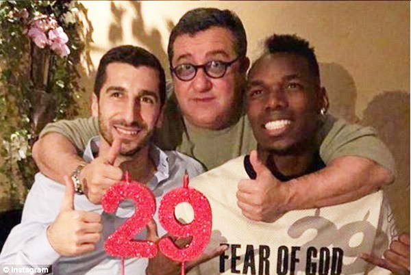 Mourinho mâu thuẫn với Pogba: Siêu cò Mino Raiola là thủ phạm? - Ảnh 1.