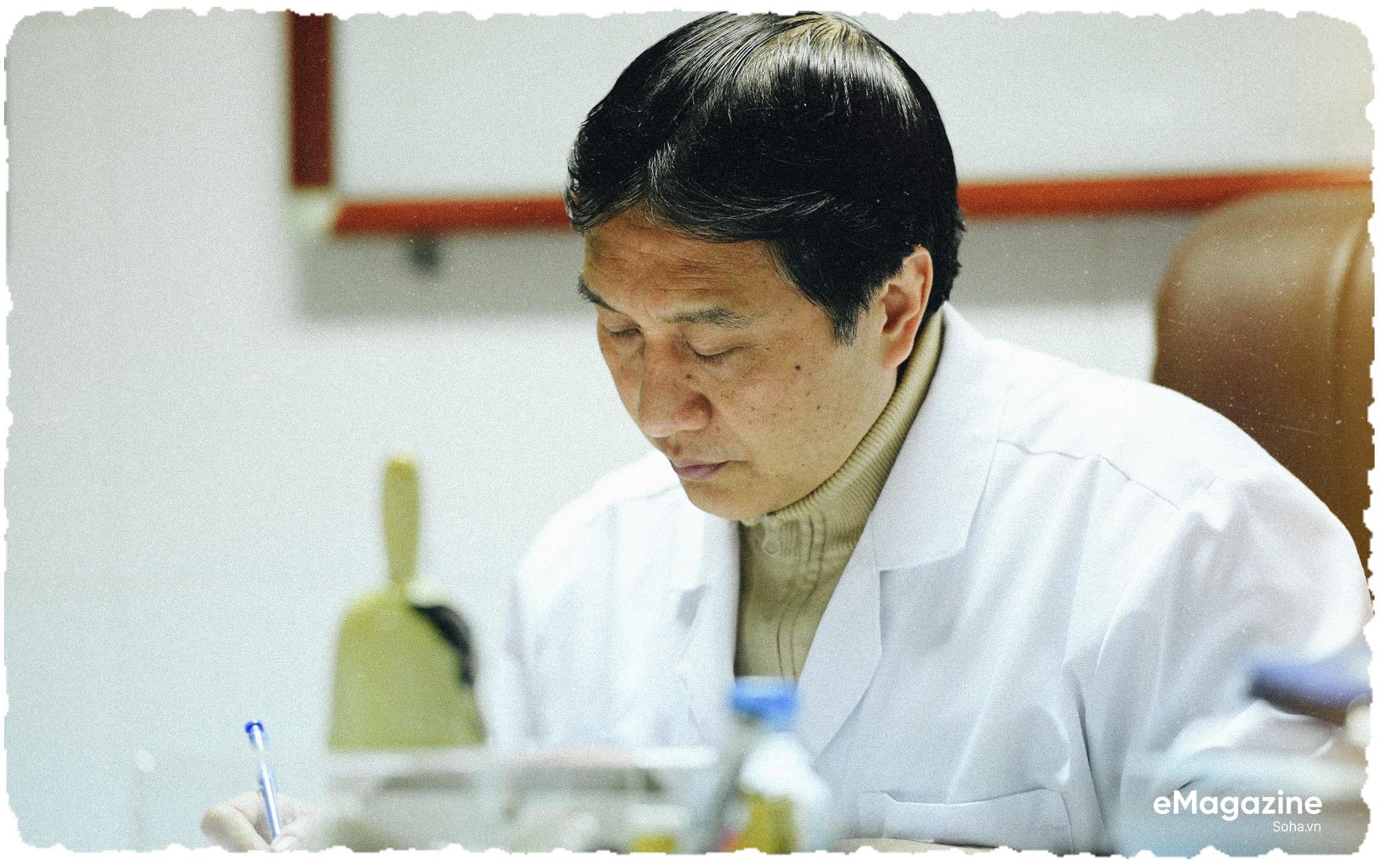 """GS.TS Trịnh Hồng Sơn: """"Nhiều người bảo tôi dại dột, ngu dốt khi từ chối thăng chức"""" - Ảnh 19."""