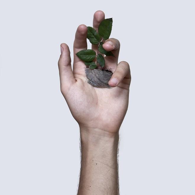 Xuyên chỉ lên chính da tay để tạo nên những bức hình nghệ thuật ám ảnh người xem - Ảnh 15.