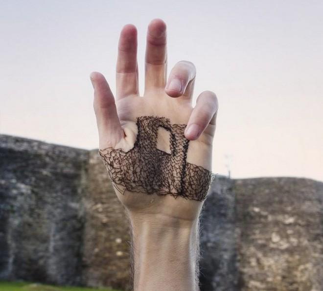 Xuyên chỉ lên chính da tay để tạo nên những bức hình nghệ thuật ám ảnh người xem - Ảnh 9.