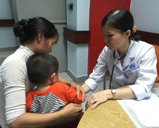 Phát hiện 55 bệnh RLCH nhờ giọt máu gót chân - Ảnh 1.