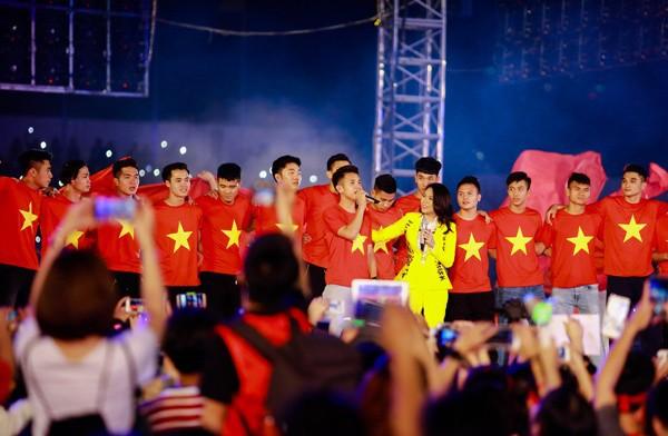 Tuyệt vời, ngày tri ân đầy nước mắt và ý nghĩa cho U23 Việt Nam! - Ảnh 1.