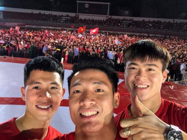 Tuyệt vời, ngày tri ân đầy nước mắt và ý nghĩa cho U23 Việt Nam! - Ảnh 2.
