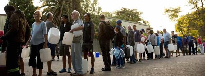 Cape Town, Nam Phi đang dần cạn kiện nước, doanh nhân bán hàng online chớp thời cơ để kiếm lời - Ảnh 3.