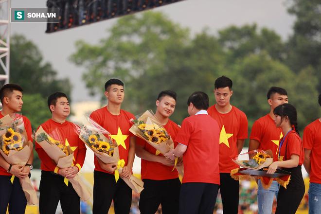 HLV Lê Thụy Hải: U23 Việt Nam được vinh danh xứng đáng, nhưng cần trở lại mặt đất thôi - Ảnh 1.