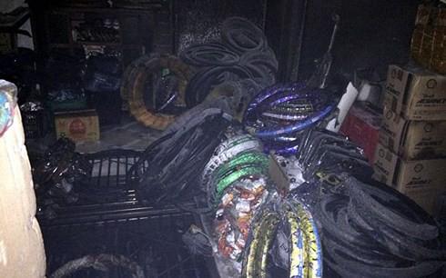 Cháy căn nhà 4 tầng ở Hà Nội, 3 người được cứu thoát - Ảnh 1.