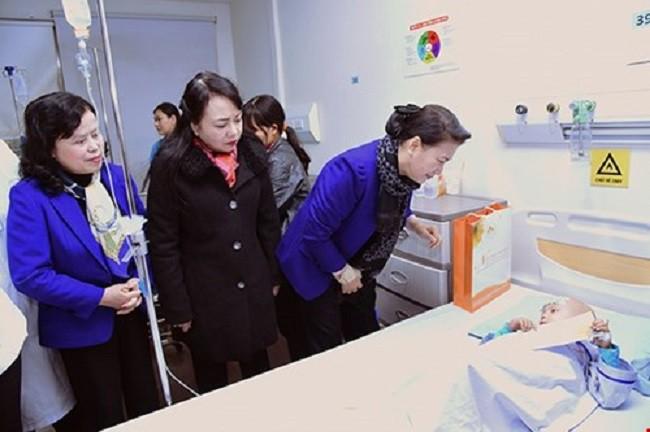 Bộ trưởng Bộ Y tế yêu cầu các bệnh viện đảm bảo trực Tết 24/24 - Ảnh 1.