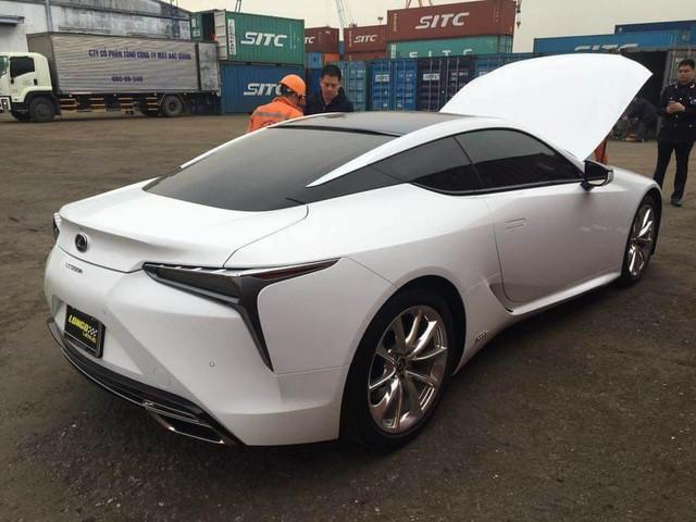 Lexus LC 500h thứ hai xuất hiện tại Việt Nam, giá bán lên tới 5 tỷ đồng - Ảnh 1.