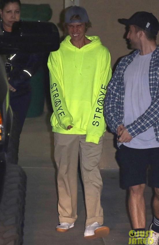 Hành trình lao dốc nhan sắc của Justin Bieber: Hoàng tử Baby năm xưa giờ đây mặt mũi xám xịt, mụn nổi chi chít - Ảnh 21.