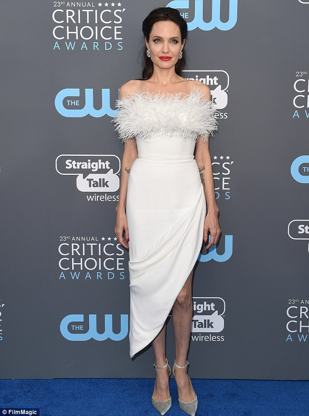 Chia tay đã 1 năm rưỡi nhưng Angelina Jolie và Brad Pitt vẫn còn là vợ chồng vì lý do này - Ảnh 2.