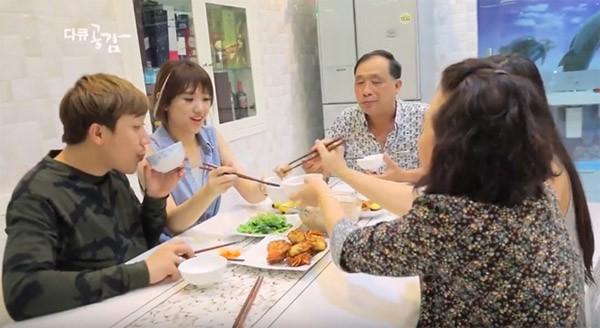 Trang Trần, Hari Won, Kha Ly đón Tết cùng gia đình chồng như thế nào? - Ảnh 3.
