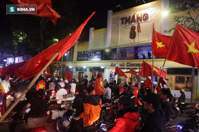 Chiến thắng của U23 Việt Nam: Những khoảnh khắc khiến nhiều người nức lòng - Ảnh 1.