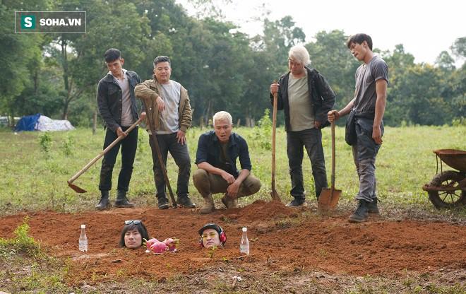 Huy Khánh, Kiều Minh Tuấn bị chôn sống trên phim trường Lật mặt 3 - Ảnh 5.