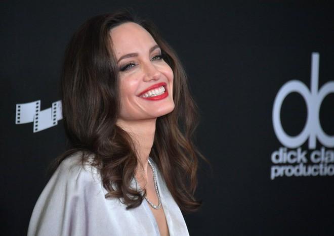 Sau hơn 1 năm từ bỏ người đàn ông từng yêu nồng say suốt cả thập kỷ, Angelina Jolie đang sống thế nào? - Ảnh 6.
