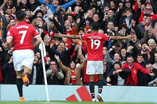 Mourinho có thể thẳng tay loại Pogba như từng làm với Salah và De Bruyne - Ảnh 1.