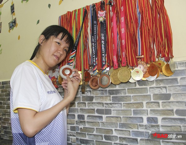 Nữ VĐV khuyết tật làm ca sĩ Ngọc Sơn rơi lệ: Cô bán bánh có 'giọng ca vàng' - Ảnh 4.