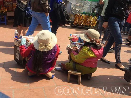 Cái bang đổ bộ đền Mẫu Đồng Đăng moi tiền du khách - Ảnh 4.