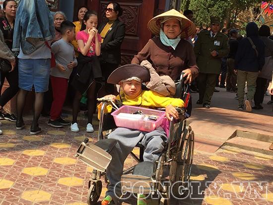 Cái bang đổ bộ đền Mẫu Đồng Đăng moi tiền du khách - Ảnh 7.
