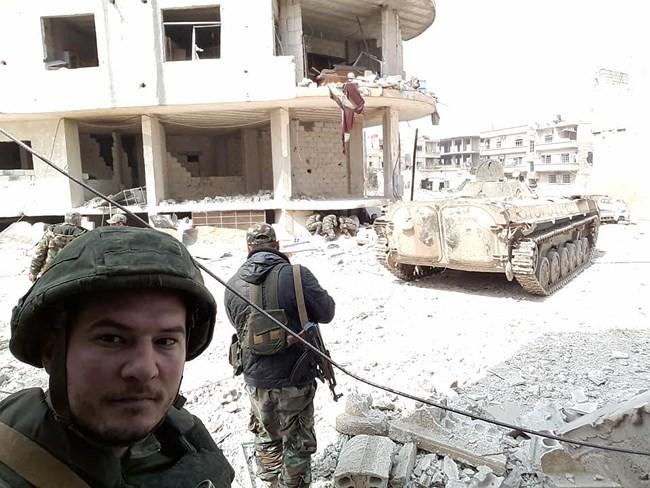 """""""Hổ Syria"""" xung trận chiếm thị trấn chiến lược ở Đông Ghouta sau hai ngày giao chiến sinh tử - Ảnh 8."""