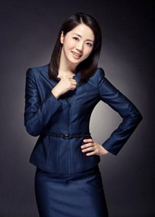 Nữ MC 45 tuổi Trung Quốc trở thành hiện tượng vì quá trẻ đẹp - Ảnh 2.