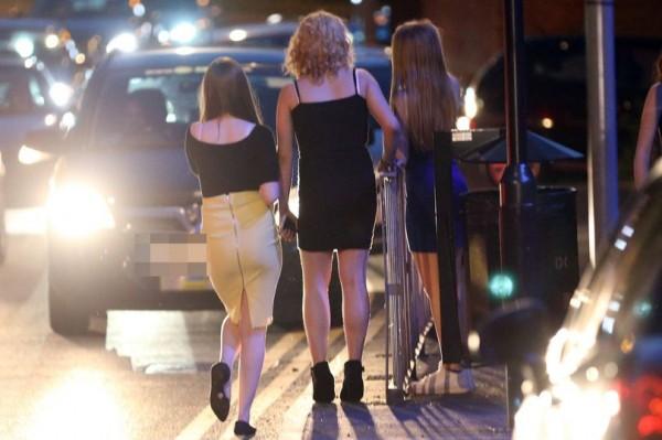 Scandal ấu dâm tồi tệ nhất nước Anh: Gần 1.000 bé gái bị hành hạ, cưỡng bức và bán làm gái mại dâm - Ảnh 2.