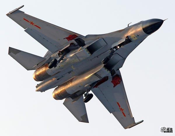 Từ vụ Trung Quốc nằng nặc mua Su-27: Vì sao Bắc Kinh chết mê chết mệt chiến đấu cơ Nga? - Ảnh 2.