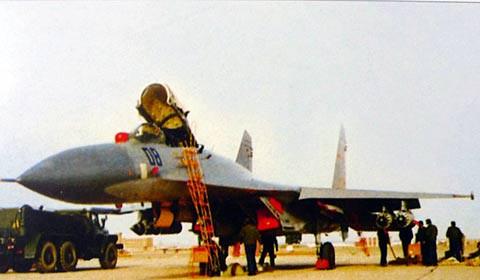 Từ vụ Trung Quốc nằng nặc mua Su-27: Vì sao Bắc Kinh chết mê chết mệt chiến đấu cơ Nga? - Ảnh 1.