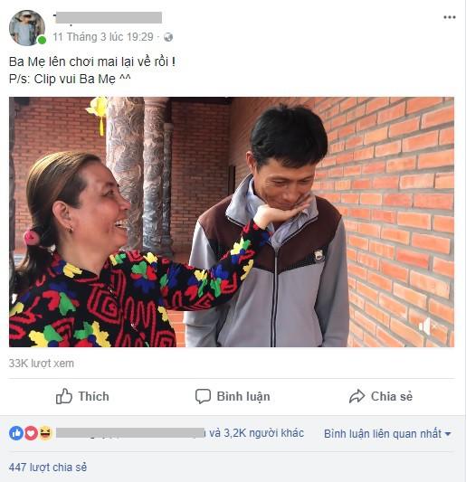 CLIP: Cặp phụ huynh 7x hài hước bắt trend đặt cằm lên tay khiến dân mạng thích thú - ảnh 1