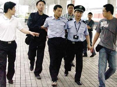 Địa chấn ngành công an Trung Quốc: Giám đốc công an TP đánh bạc tiền tỉ, bảo kê ma túy - ảnh 2