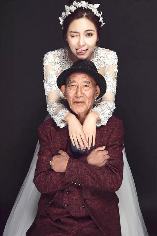 Bộ ảnh cưới của cô gái trẻ và cụ ông 87 tuổi khiến dân mạng xôn xao - ảnh 2