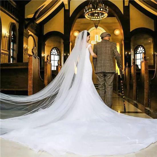 Bộ ảnh cưới của cô gái trẻ và cụ ông 87 tuổi khiến dân mạng xôn xao - ảnh 4