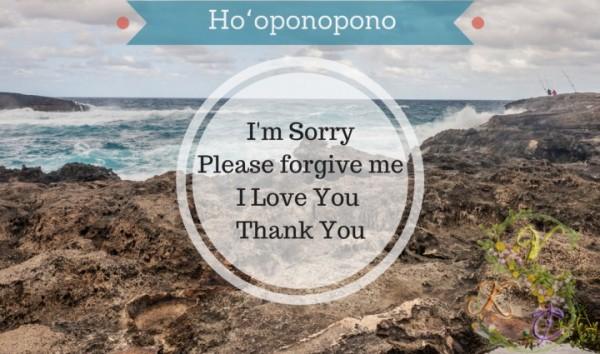 Ho'oponopono có nghĩa: Xin lỗi. Hãy tha thứ cho tôi. Tôi yêu bạn. Cảm ơn. Ho'oponopono biểu thị nhân sinh quan của người Hawaii về sự hòa giải và tha thứ. Ảnh sưu tầm