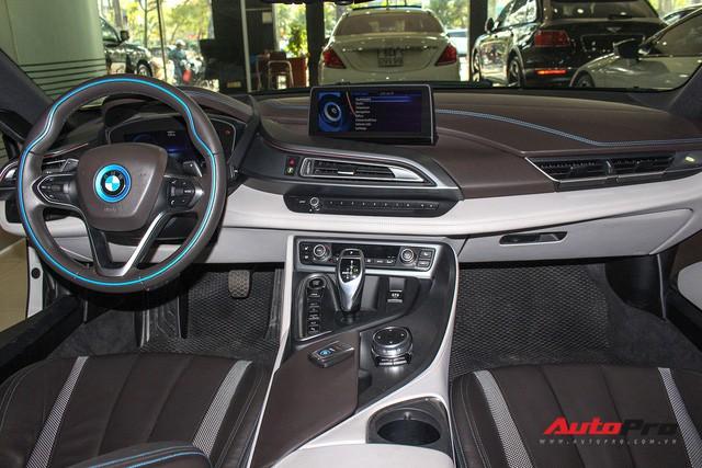 BMW i8 dán decal chrome bạc độc nhất Việt Nam rao bán lại giá 3,9 tỷ đồng - Ảnh 13.