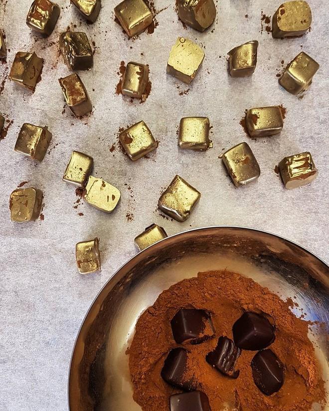 Muốn khám phá vị vàng thế nào, 7 món ăn dát vàng này chính là thứ nên thử, Việt Nam cũng có 1 món - Ảnh 16.