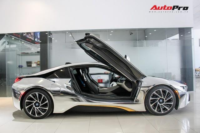 BMW i8 dán decal chrome bạc độc nhất Việt Nam rao bán lại giá 3,9 tỷ đồng - Ảnh 4.