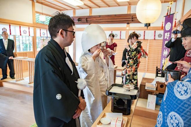 12 điểm khác biệt trong đám cưới truyền thống của Nhật Bản: Ai được mời thì đến, không rủ người khác đi cùng! - Ảnh 7.